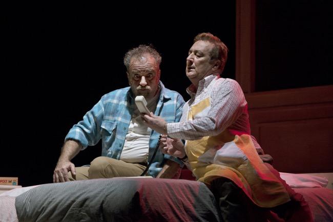 """""""Matti da slegare"""", Giobbe Covatta, Enzo Iacchetti per la regia di Gioele Dix al Teatro Vittoria di Roma"""