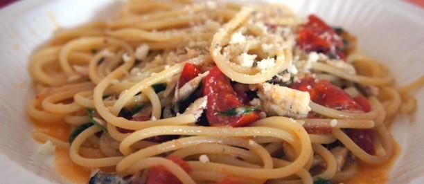 Spaghetti con alici e pecorino