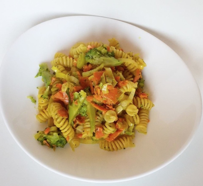 fusilli-curcuma-broccoli-ricetta