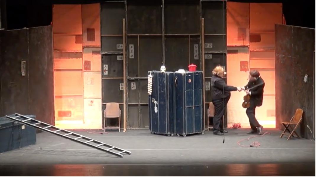 """""""Teatro Delusio"""" uno spettacolo di Familie Flöz al Teatro Bellini di Napoli [Foto e Video]"""