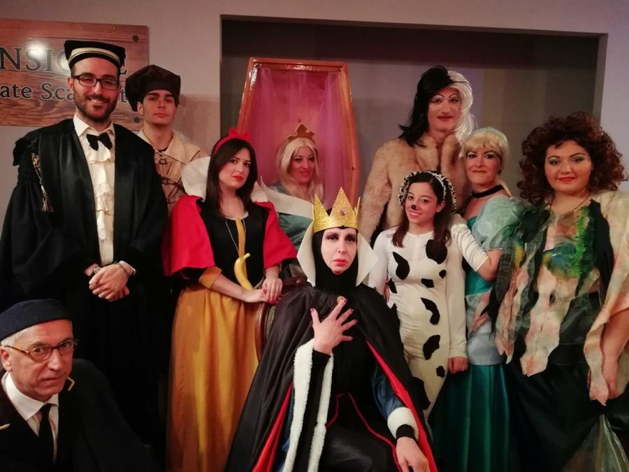 """""""Una pensione da favola"""", principesse Disney fuori dal comune sul palco: la recensione [Foto]"""