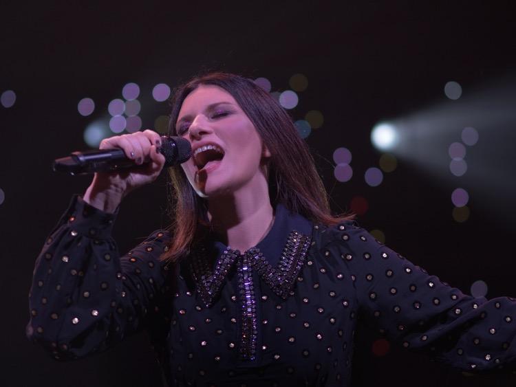 """""""La soluzione"""", in anteprima su Canale 5 il nuovo singolo di Laura Pausini"""