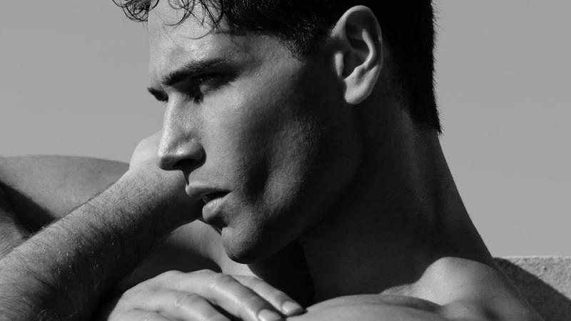 Fabio Mancini non lascia Armani: il top model fa chiarezza sui social