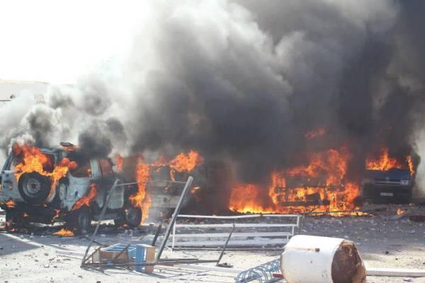 Véhicules de police incendiés