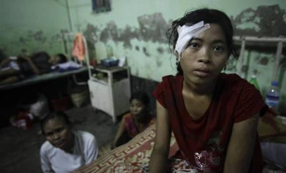 Fille rohingyas agressée