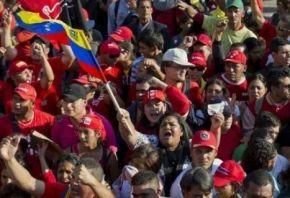 Foule pour les funérailles de Hugo Chavez