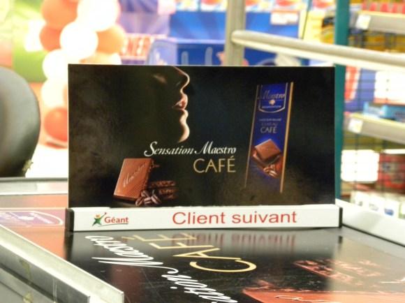 Maestro frappe fort avec le Chocolat Extra Fin aux Eclats de Café