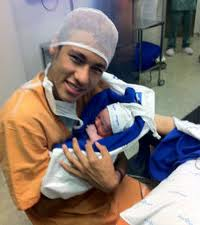 Neymar 19 ans et son fils David Luca né à l'hôpital Sao Luiz de Sao Paulo 25 Août 2011