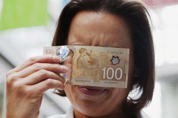 Certains Canadiens se demandent si une odeur d'érable n'aurait pas été ajoutée sur les billets