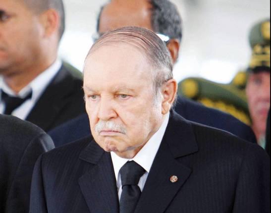 """Abdelazziz Bouteflika évacué en Algérie dans un """"coma profond"""""""