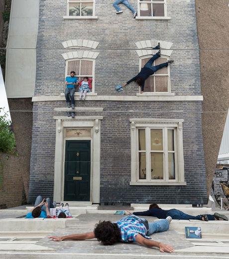 illusion-d-optique-mais-comment-font-ces-gens-pour-s-accrocher-ainsi-sans-trucage-a-la-facade-de-cet-immeuble-parisien_128125_w460
