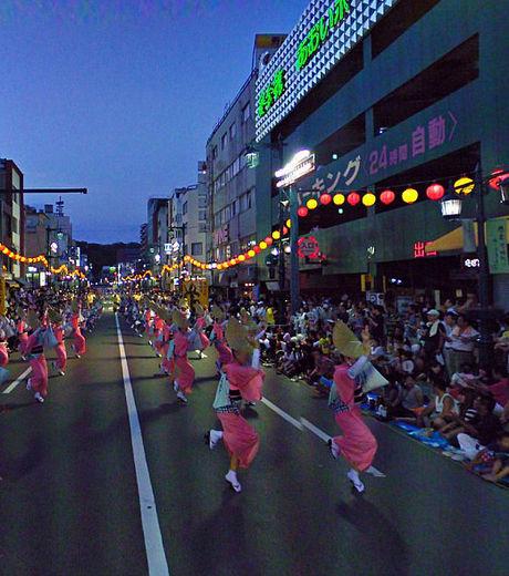 google-maps-une-manifestation-en-asie-est-capturee-par-la-voiture-google_129620_w460