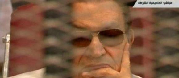 L'ex-président égyptien Hosni Moubarak, renversé par une révolte populaire début 2011, a quitté jeudi sa prison du Caire pour être assigné à résidence. | AFP