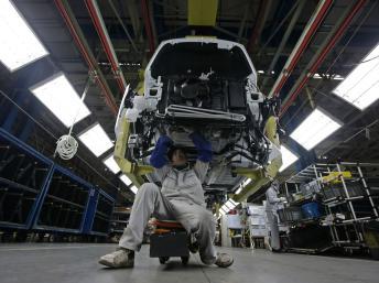 L'intérieur d'une usine Peugeot - l'investissement dans l'industrie automobile a chuté cette année en France