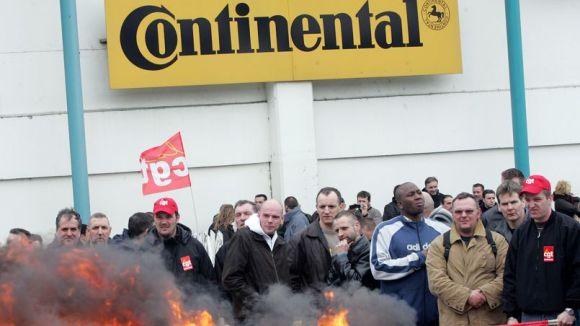 Les employés de Continental licenciés  Crédits photo: FRANÇOIS NASCIMBENI/AFP