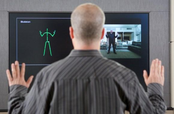 L'obligation de brancher la caméra Kinect qui est officiellement abandonnée par Microsoft.