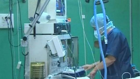 un chirurgien au bloc opératoire / Crédits : LCI