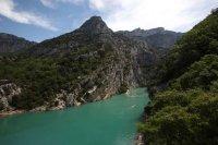 Le canoë d'un couple de touristes français et de leurs deux enfants, partis jeudi après-midi sur le lac de Sainte-Croix, à la frontière du Var et des Alpes-de-Haute-Provence, a été retrouvé vide vendredi © MAXPPP