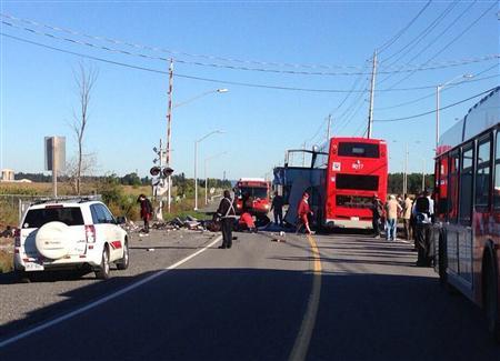 Un train de passagers est entré en collision avec un bus de ville.