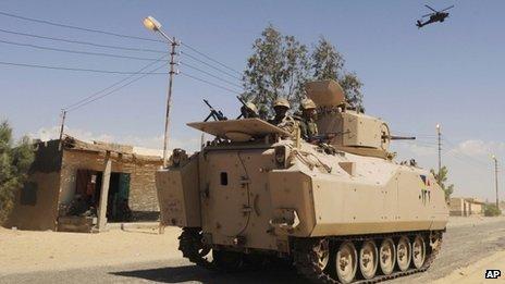 L'armée égyptienne a utilisé des chars et des hélicoptères dans l'offensive