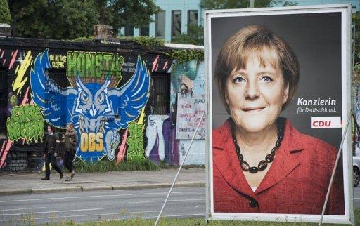 Une affiche électorale dispose chancelière allemande Angela Merkel à Berlin, le 12 Septembre 2013
