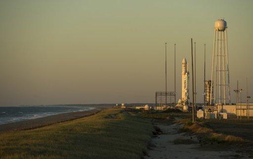 La Corporation des sciences de fusée Antares Orbital avec son vaisseau cargo Cygnus bord stands du Wallops Flight Facility NASA en Virginie le 17 Septembre 2013.