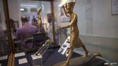Cette statue Toutankhamon était un des trois objets volés trouvés dans un sac à la station de métro du Caire.