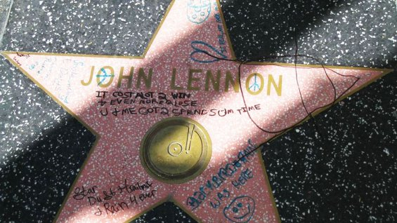 L'étoile de Hollywood Walk of Fame de la star John Lennon vandalisée
