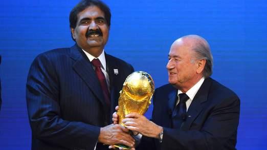 Sepp Blatter a annoncé Qatar avait gagné le droit d'accueillir la Coupe du monde 2022