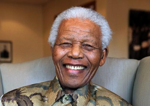 Une photo prise le 25 Août 2010 et publié par la Fondation Nelson Mandela montre le président Nelson Mandela de l'ex-Afrique du Sud