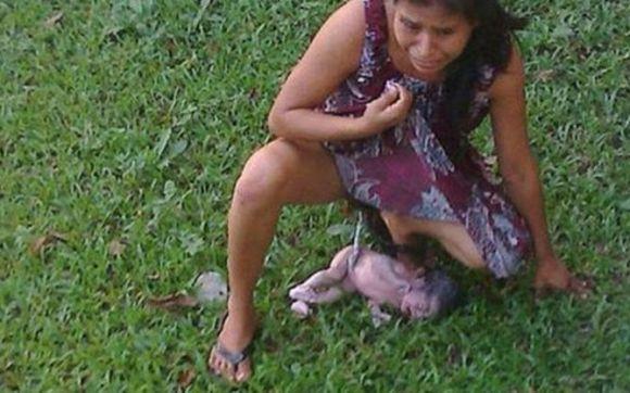 Irma Lopez au moment de l'accouchement dans la pelouse de l'hôpital