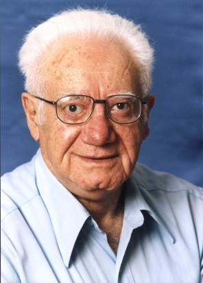 (AP) - Cette photographie fournie par Mémorial Yad Vashem montre Israel Gutman, qui a survécu aux atrocités nazies de la Seconde Guerre mondiale, a combattu dans l'insurrection du ghetto de Varsovie et a consacré sa vie à la recherche de l'Holocauste. Gutman, 90, est décédé à Jérusalem le 30 septembre 2013.