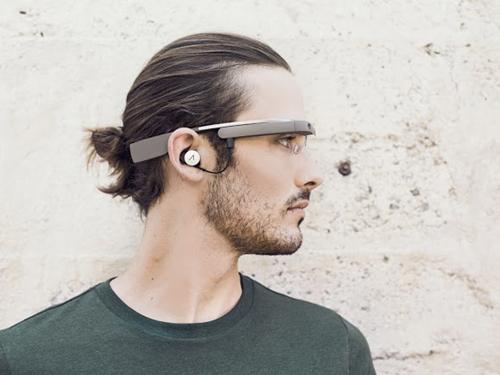 La nouvelle version des Google Glass avec son oreillette