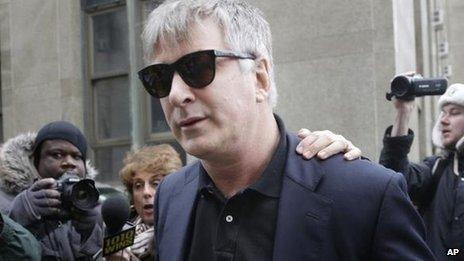 Plus tôt ce mois-ci Baldwin a témoigné contre une femme accusée de l'harcèler