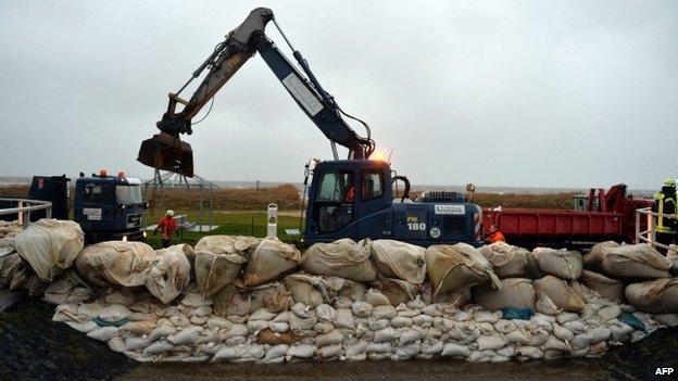 Préparatifs pour un raz de marée sont en cours dans plusieurs pays
