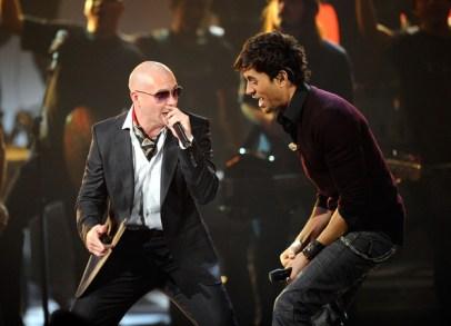 """Enrique Iglesiaset Pitbull en duo pour """"Freak"""""""