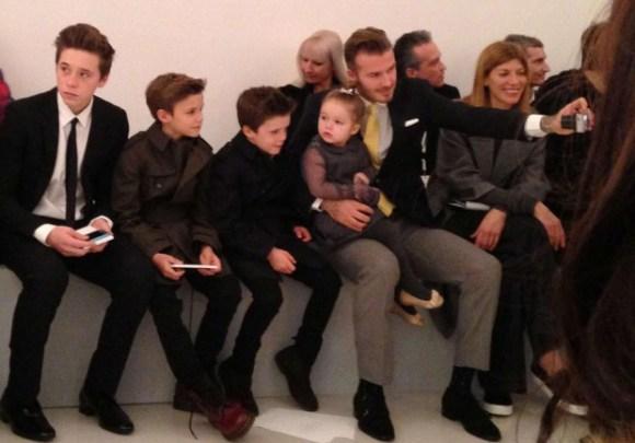 La-famille-Beckham-au-complet-pour-le-defile-de-Victoria_visuel_article2