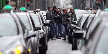 les chauffeurs de taxi demandent le gel des immatriculations des VTC