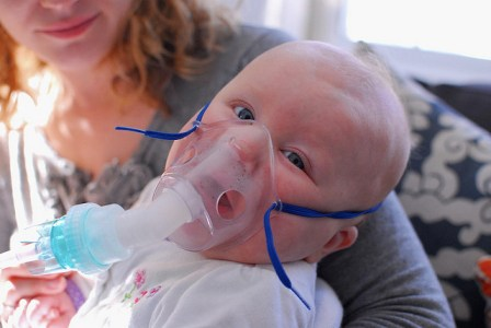 des bébés sont hospitalisé en raison du tabac