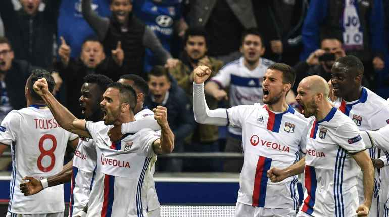 Quand et comment regarder le match Besiktas Lyon en direct live TV sur W9 : Résultat Europa League, replay buts OL