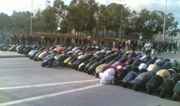 Le ministère de l'Intérieur interdit la prière dans les rues