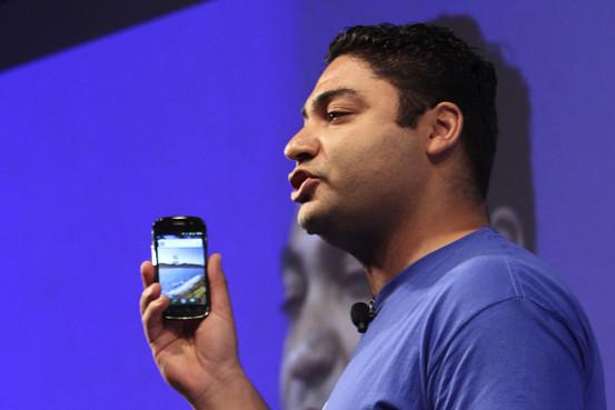 Osama Bedier faisant la démonstration de Google Wallet