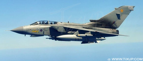 Un avion de chasse britannique en vol au-dessus de la Méditerranée dans le cadre de l'opération de l'Otan en Libye