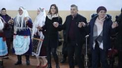 Primarul George Ghiorghe în mijlocul comunității din Izvoarele. FOTO Adrian Boioglu