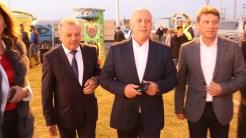 Primarul comunei Ceamurlia de Jos, Dumitru Stan, președintele CJ Tulcea, Horia Teodorescu și vicepreședintele CJ Tulcea, Petre Badea. FOTO TLnews.ro