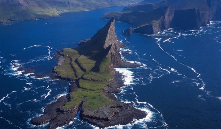 Tindhólmur © Visit Faroe Islands