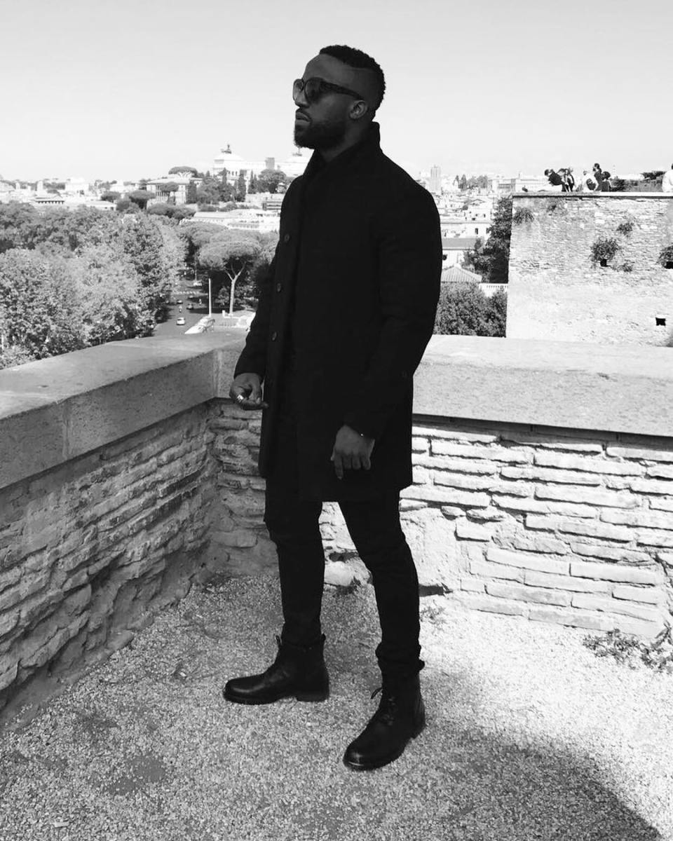 Mystery Lady Doesn't Want To Dance With Iyanya    Watch