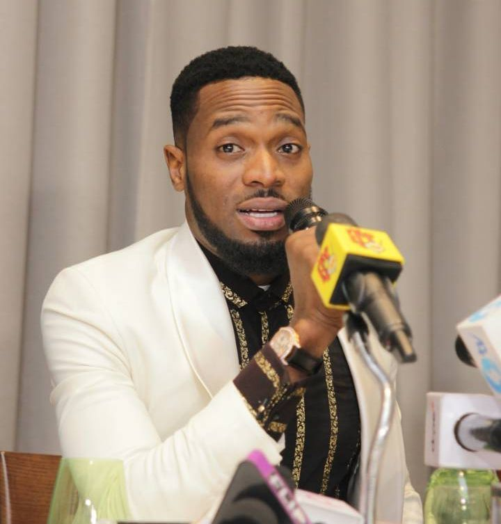 Fan Snatches D'Banj Shades During Performance At Harrysong Kingmaker Concert In Warri