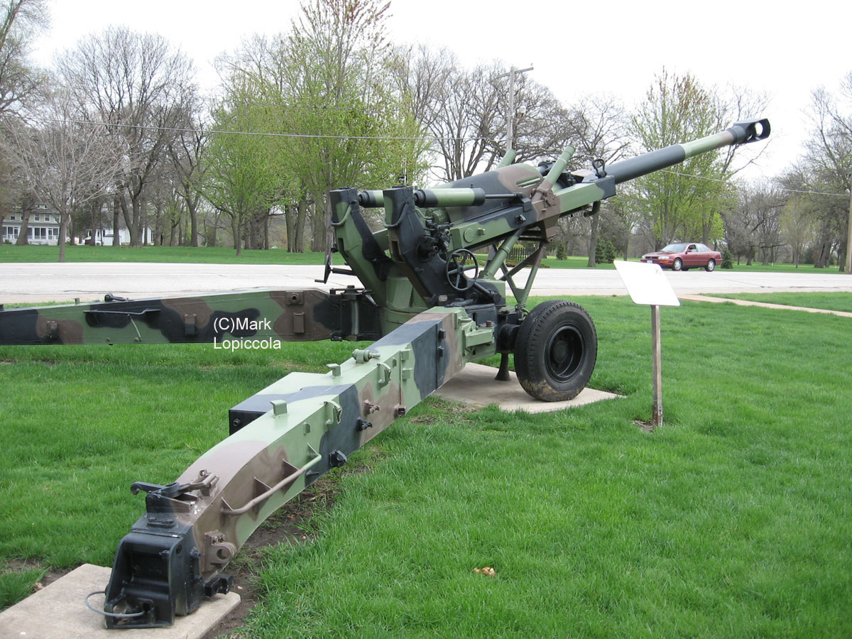 TOADMANS TANK PICTURES 155MM HOWITZER M198
