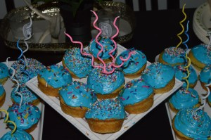 Gotta love that blue icing.   I think we all ate at least 3 cupcakes each.,